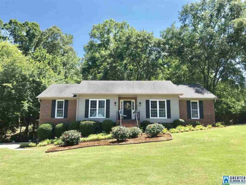 Property for sale at 132 Mallard Pointe Dr, Pelham,  Alabama 35124