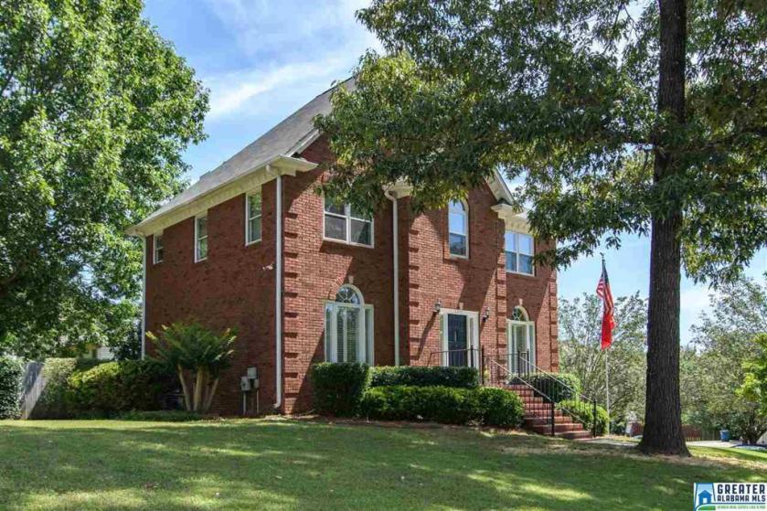 Property for sale at 1717 Cedarwood Ln, Hoover,  Alabama 35244