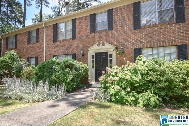 Property for sale at 2201 Montreat Cir Unit D, Vestavia Hills,  Alabama 35216