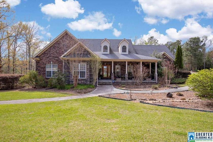 Property for sale at 204 Saddle Lake Dr, Alabaster,  Alabama 35007