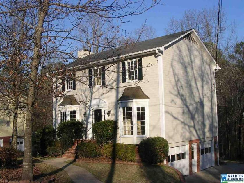 Property for sale at 1004 Colonial Dr, Alabaster,  Alabama 35007