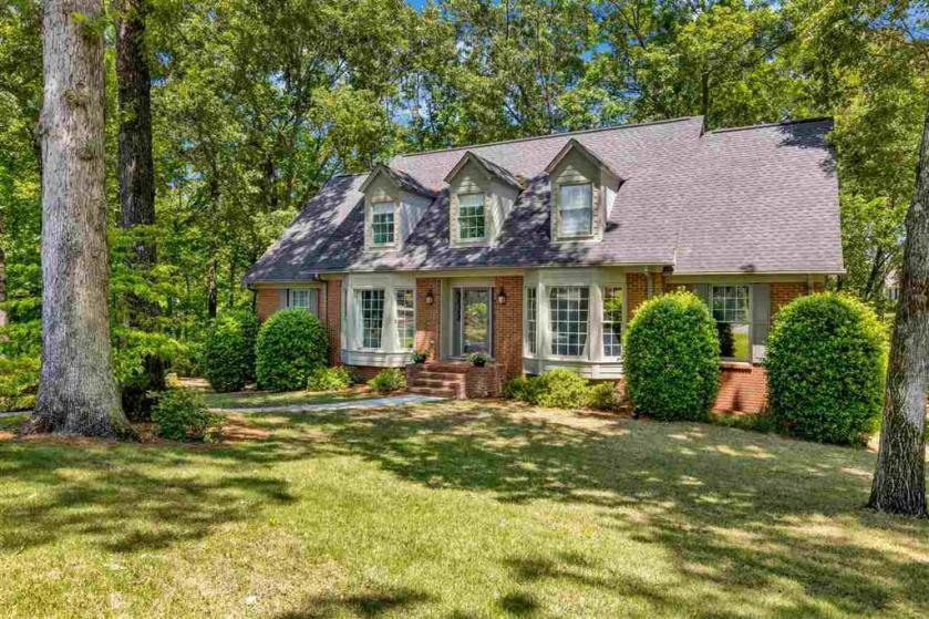 Property for sale at 3461 Birchwood Ln, Vestavia Hills,  Alabama 35243