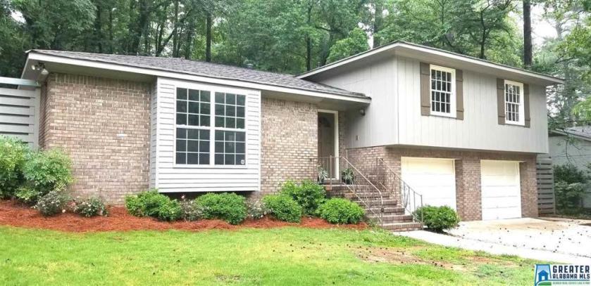 Property for sale at 3221 Wisteria Dr, Vestavia Hills,  Alabama 35216