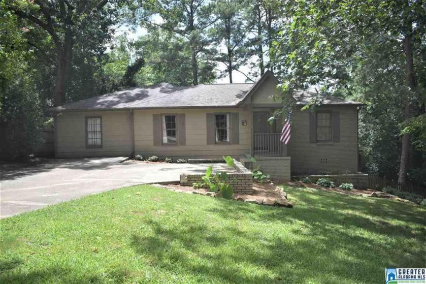 Property for sale at 1875 Nottingham Dr, Vestavia Hills,  Alabama 35216