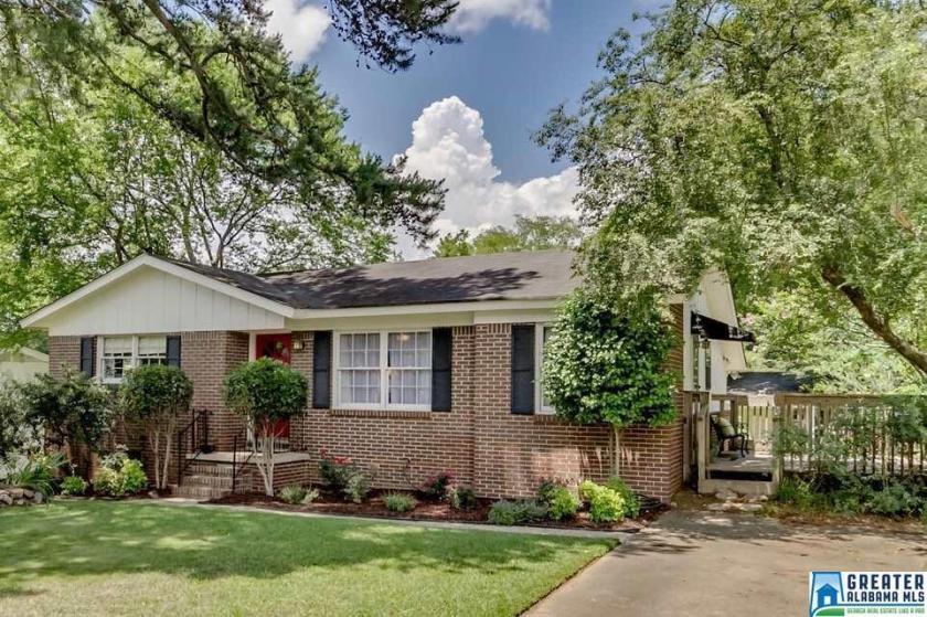 Property for sale at 1040 Sherbrooke Dr, Homewood,  Alabama 35209