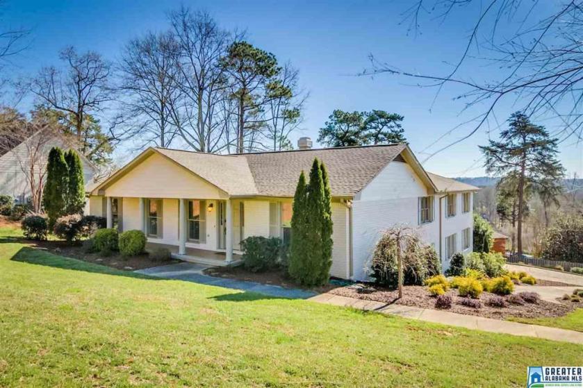 Property for sale at 405 Vesclub Dr, Vestavia Hills,  Alabama 35216