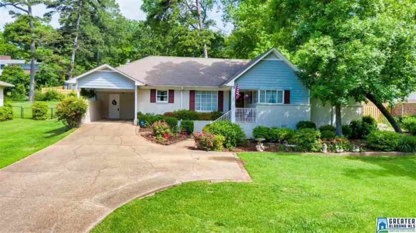 Property for sale at 1808 Laurel Rd, Vestavia Hills,  Alabama 35216