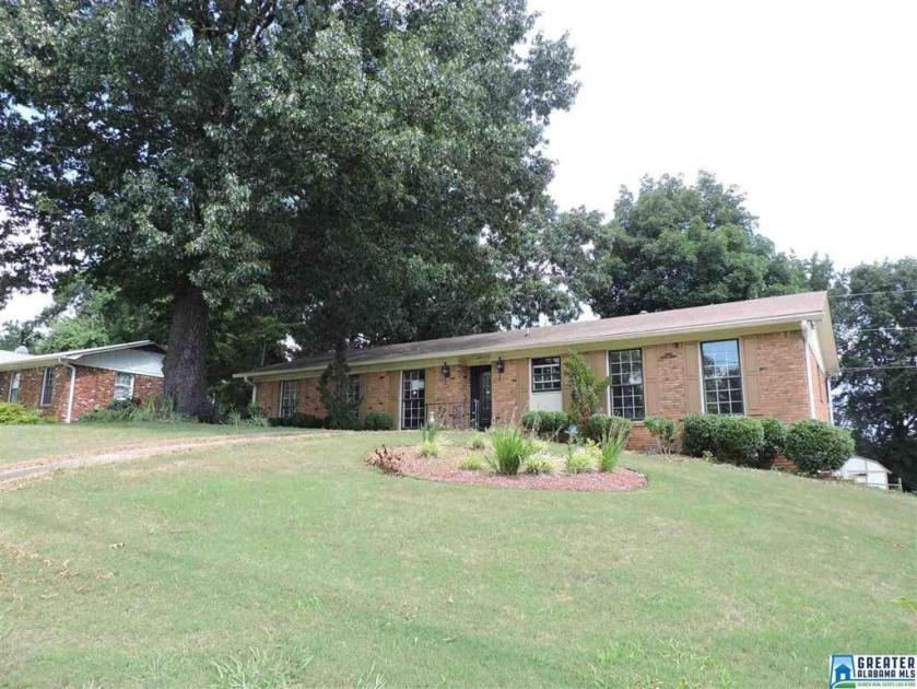 Property for sale at 300 39th Ave NE, Center Point,  Alabama 35215