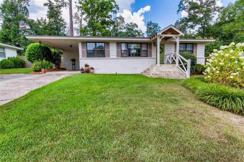 Property for sale at 3125 Valley Park Dr, Vestavia Hills,  Alabama 35243
