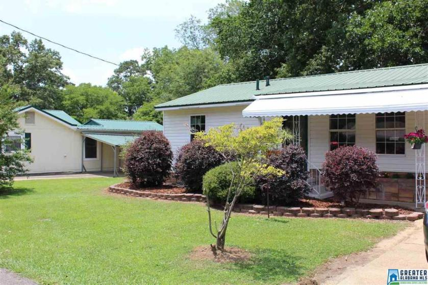 Property for sale at 101 Honeysuckle Rd, Hueytown,  Alabama 35023