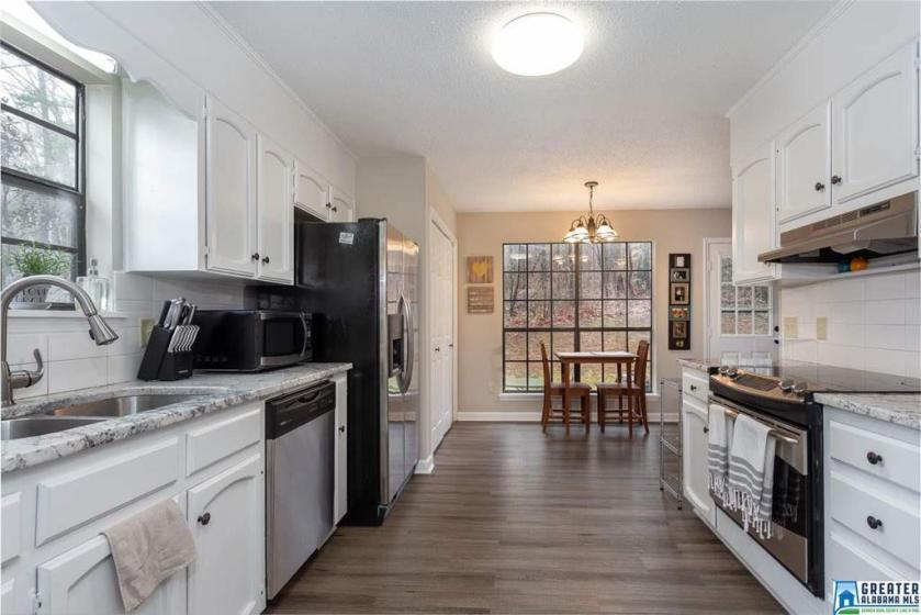 Property for sale at 400 Oak Leaf Ln, Hoover,  Alabama 35244