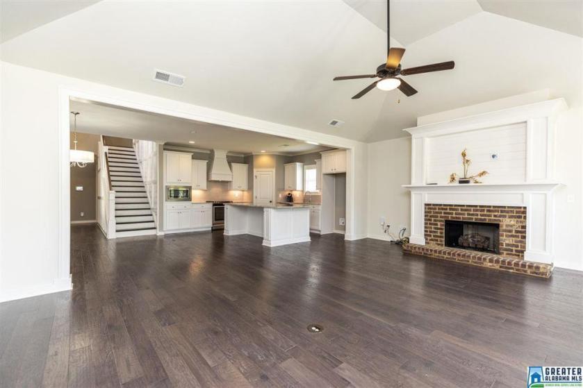 Property for sale at 420 Glen Iris Cir, Pelham,  Alabama 35124