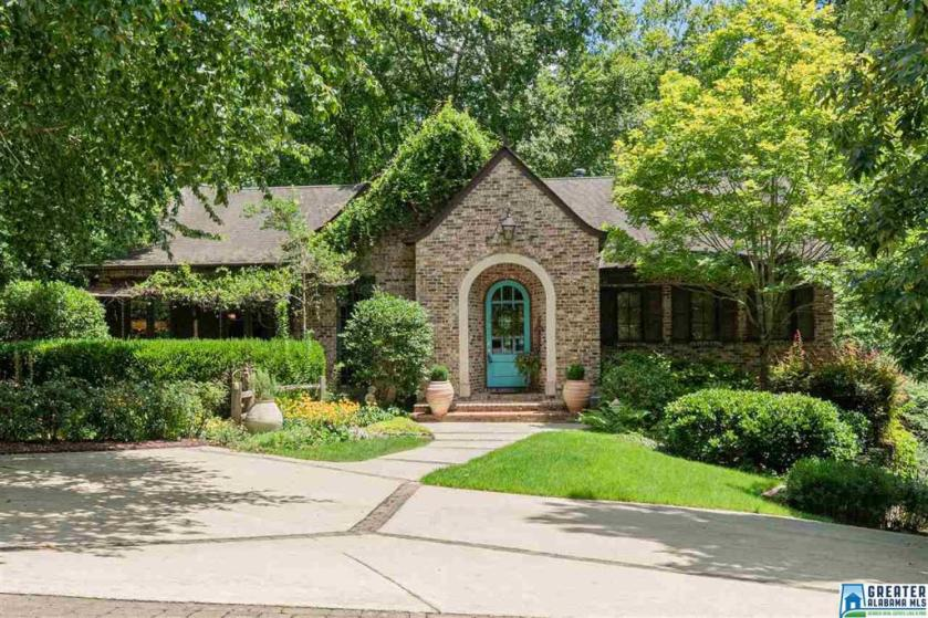 Property for sale at 417 Vesclub Ln, Vestavia Hills,  Alabama 35216