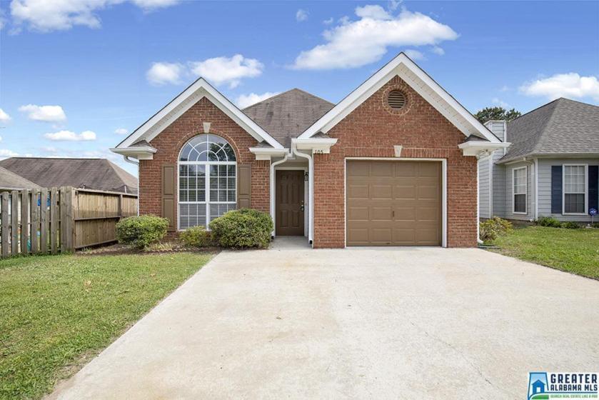 Property for sale at 105 Mayfair Ln, Calera,  Alabama 35040