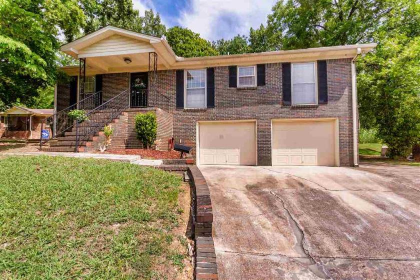 Property for sale at 1821 Mountain Cir, Tarrant,  Alabama 35217