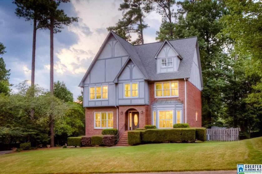 Property for sale at 3401 Danner Cir, Vestavia Hills,  Alabama 35243