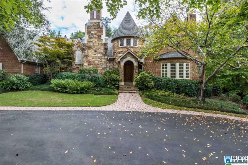 Property for sale at 1749 Vestwood Hills Dr, Vestavia Hills,  Alabama 35216