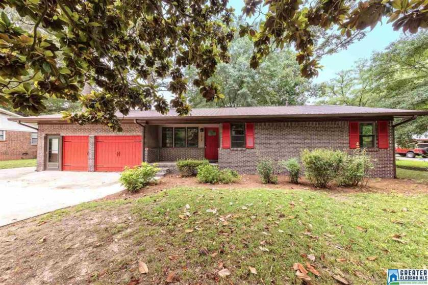 Property for sale at 1015 3rd Ave NW, Alabaster,  Alabama 35007