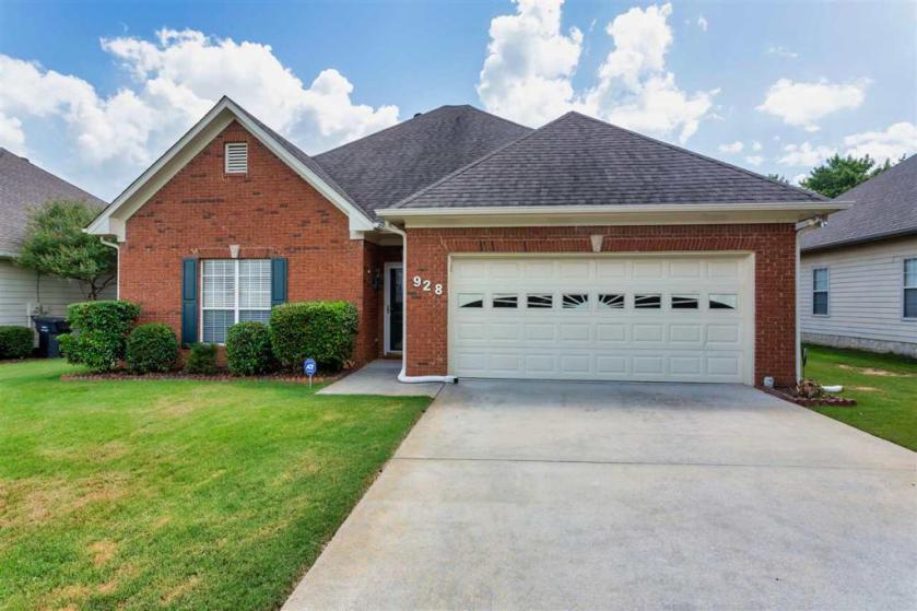 Property for sale at 928 Mcallister Dr, Calera,  Alabama 35040