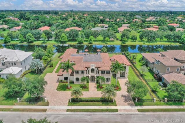 Property for sale at 12683 Grand Oaks Dr, Davie,  Florida 33330