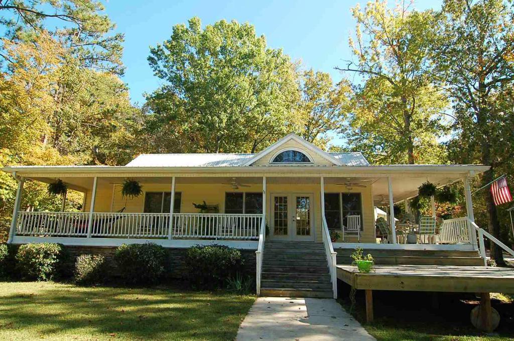 Property for sale at 132 N HIDDEN LAKE DRIVE, Eatonton,  Georgia 31024