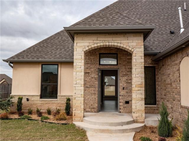 Property for sale at 2201 W Beaver Point Drive, Mustang,  Oklahoma 73064