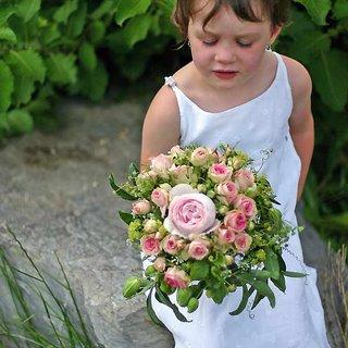 Romantischer Brautstrauss Als Hauptrose kommt eine Englische Rose Geoff Hamilton zum Einsatz