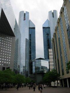 Budova Societe Generale ve čtvrti La Defense