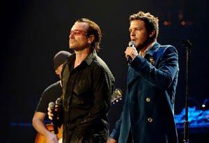Bono y Brandon Flowers