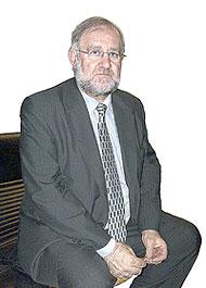 El Presidente de la Federación de Asociaciones de Prensa de España (FAPE), Fernando González Urbaneja y colaborador de ONDA CERO