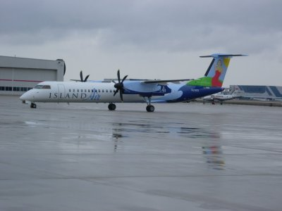 Island Air Q400 In GRR Headed To Hawaii — Civil Aviation ...