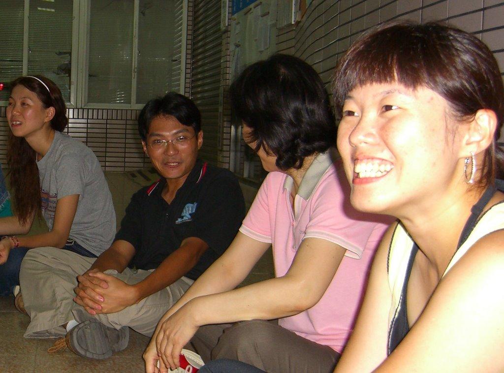 勇氣即興劇場Guts Improv Theatre: 團長/教練 吳效賢 Founder/ Executive Director/ Coach-Hsiao-Hsien Wu