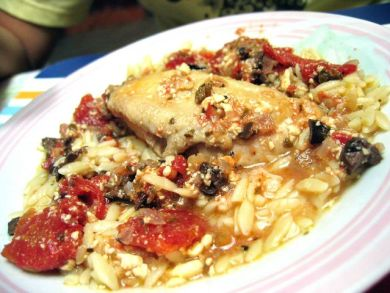 Chicken with tomato and feta cheese sauce
