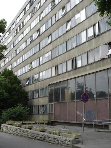 Exterior del Karman Dormitory