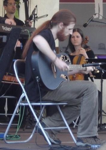 ¡Yo quiero esa guitarra!