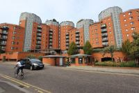 'Canary Wharf 2 bedroom flat big living room' Room to Rent ...