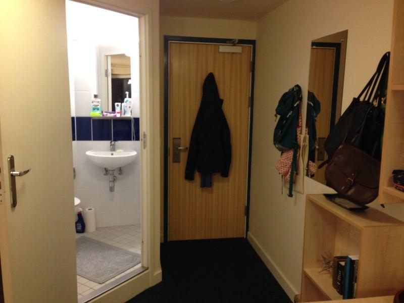 Ensuite room Available Allen Court Opal 2 University