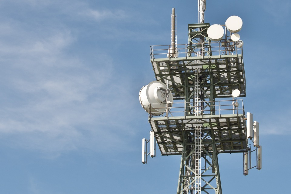 Using the same equipment for 4G and 5G networks could save carriers time and money with their 5G deployment.