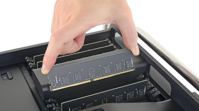 ОЗУ не требует никаких инструментов для замены | Имиджевый кредит: iFixit