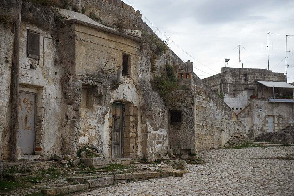 matera, basilicata, sasso caveoso, caves, italy, edge of town, empty, lost places