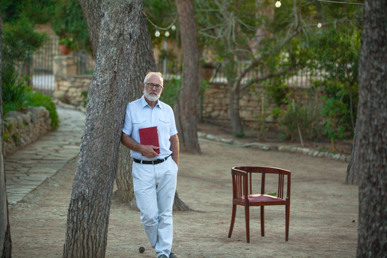 Γκαρεθ Οουενς: Καθηγητής γλωσσολογίας