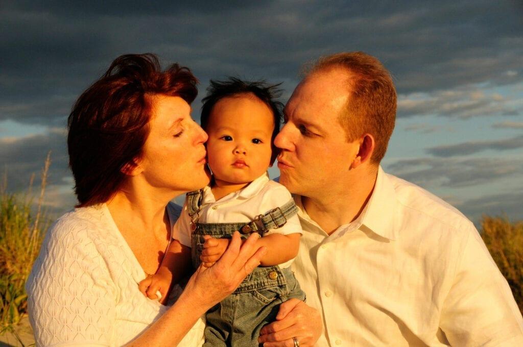 family-photographer-on-beach