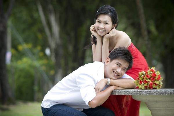 Couple with a blurred background