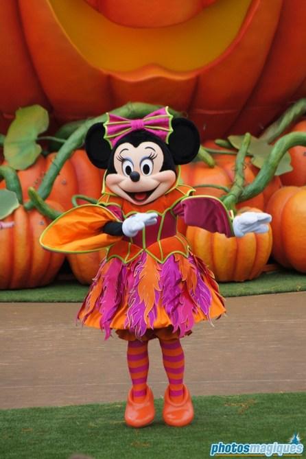 2011: MinnieMouse (Mickey's Halloween Treat in the Street)