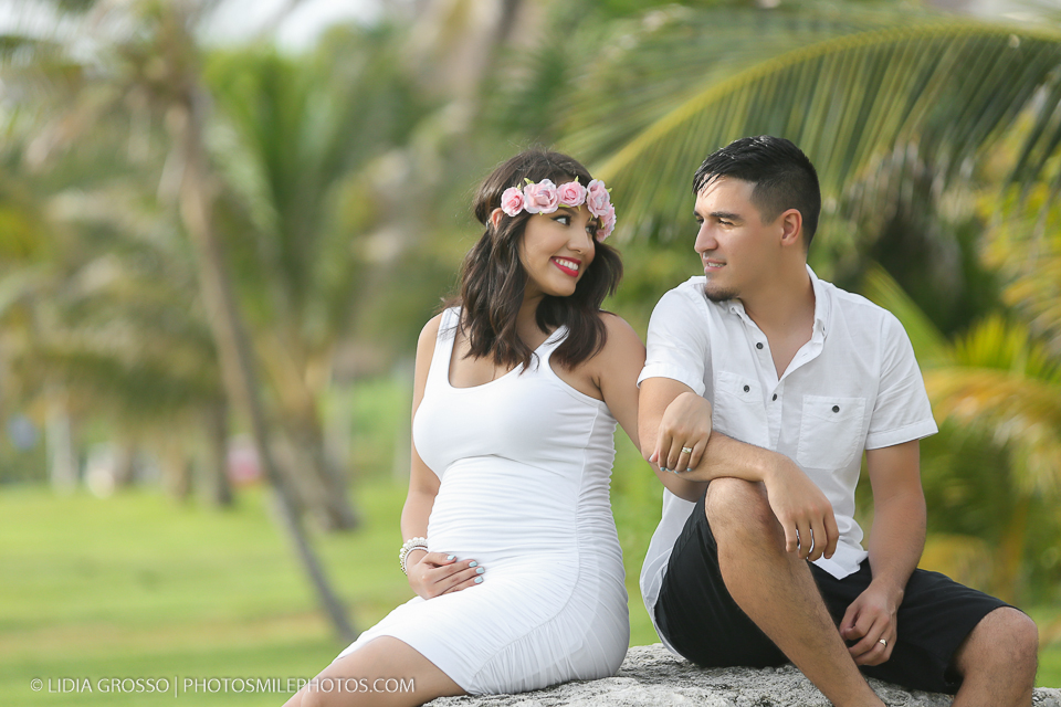 cancun beach photos; cancun beach portraits; cancun maternity photographer; cancun maternity photos; sesiones de embarazos cancun;