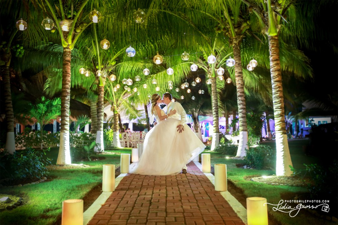 Jez-Poncho-Wedding-Cancun-s.jpg