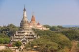 Ananda temple (arrière plan) Bagan