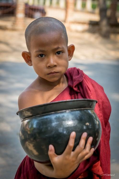 Moine près de Bagan