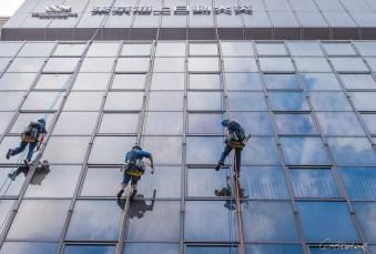 Laveurs de fenêtre - Shinjuku - Tokyo - Japon.