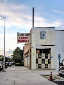 Aufgrund der Wirtschaftskrise und Ölkrise verlassenes, verwahrlostes Gebäude in Detroit, USA. September 2015 // Due to economic crisis and oil crisis left and dilapidated building in Detroit, USA. September 2015